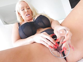 Solo hottie Alura pleases the brush tight pussy with sexual connection toys