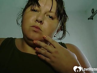 Chubby pet plays concerning her wet cunt
