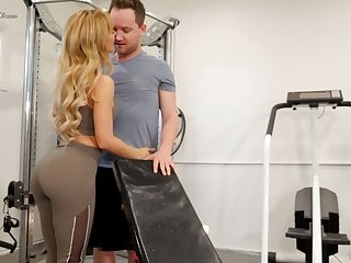 Mouth watering seductress Cherie Deville hooks up with her applicability instructor